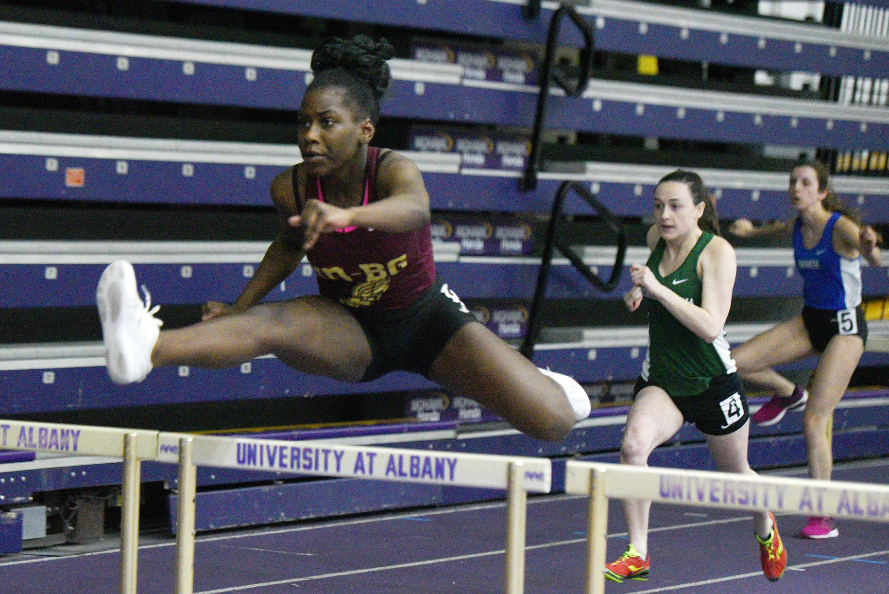 Junior Areyanna Crumble earns first trip to indoor states